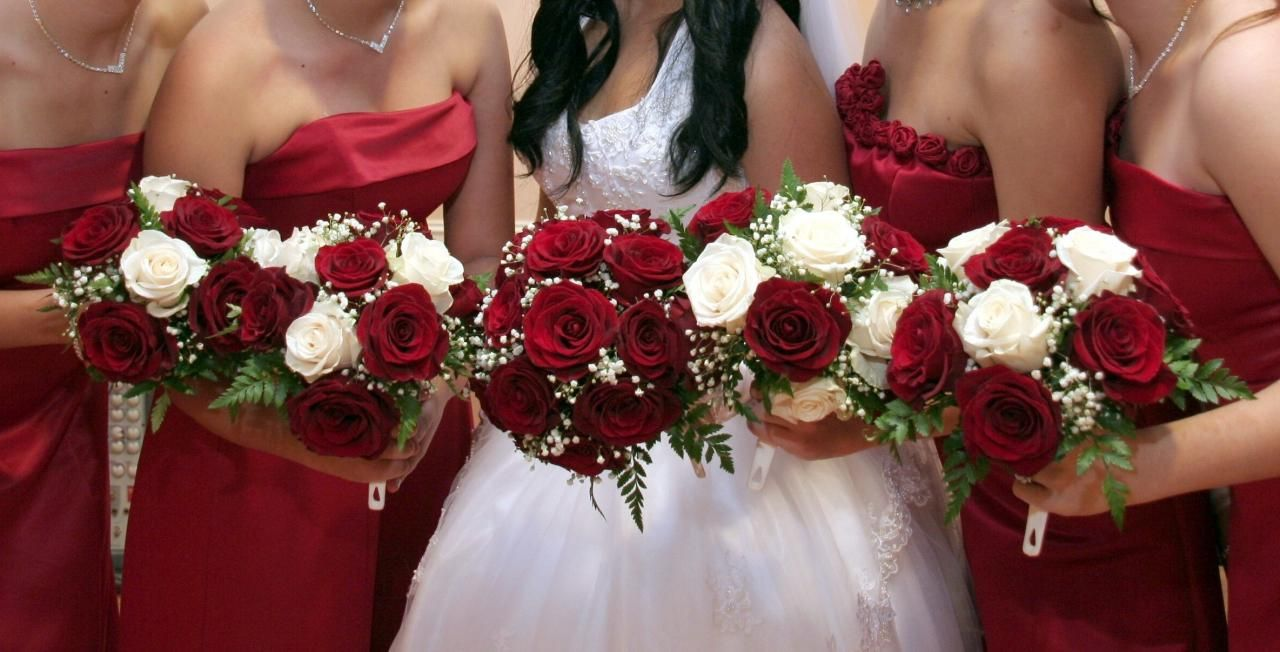 Bridal And Bridesmaids Bouquets Red And White Rose Bridesmaid