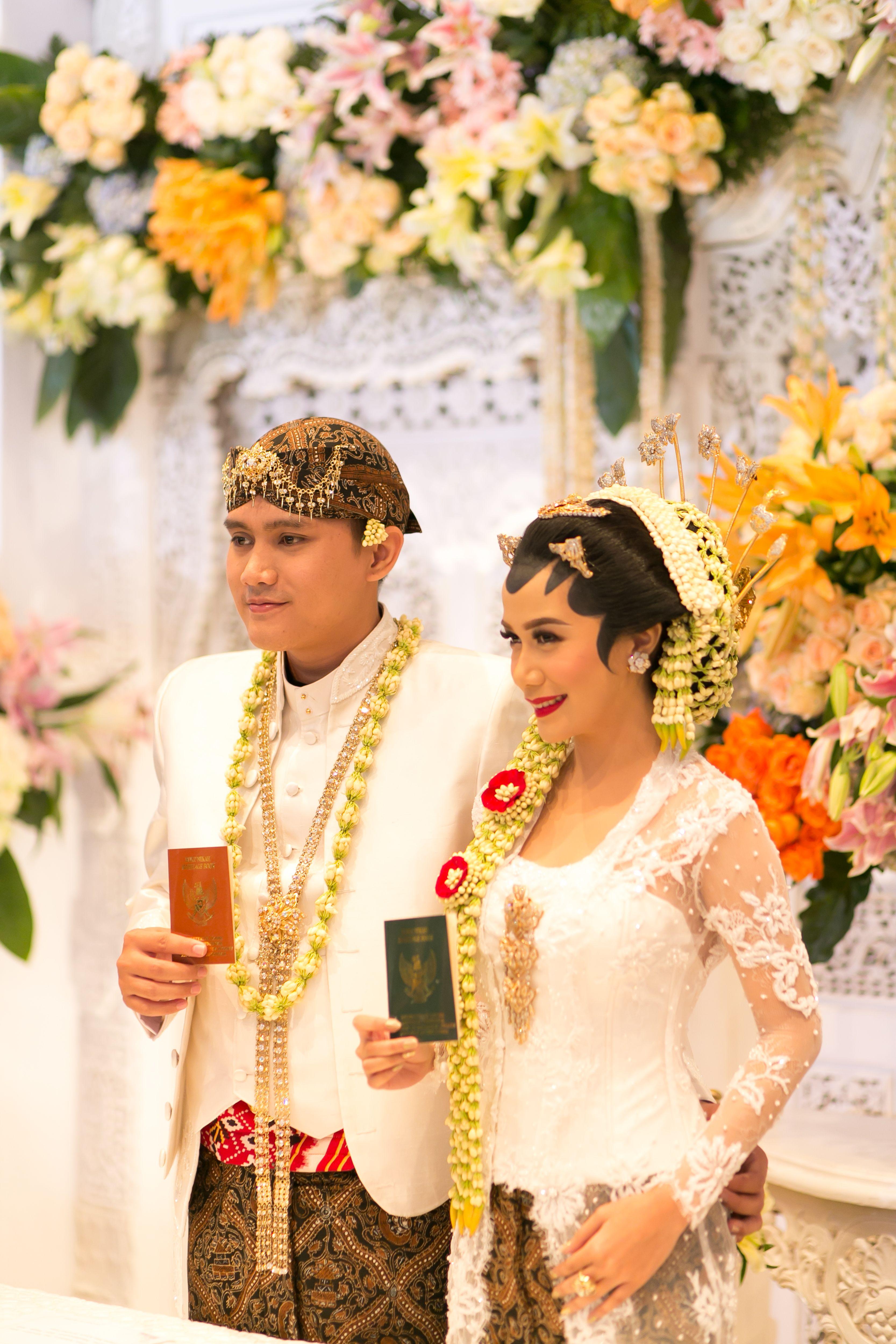 Wedding Ceremony in Javanese Tradition Akad Nikah dengan