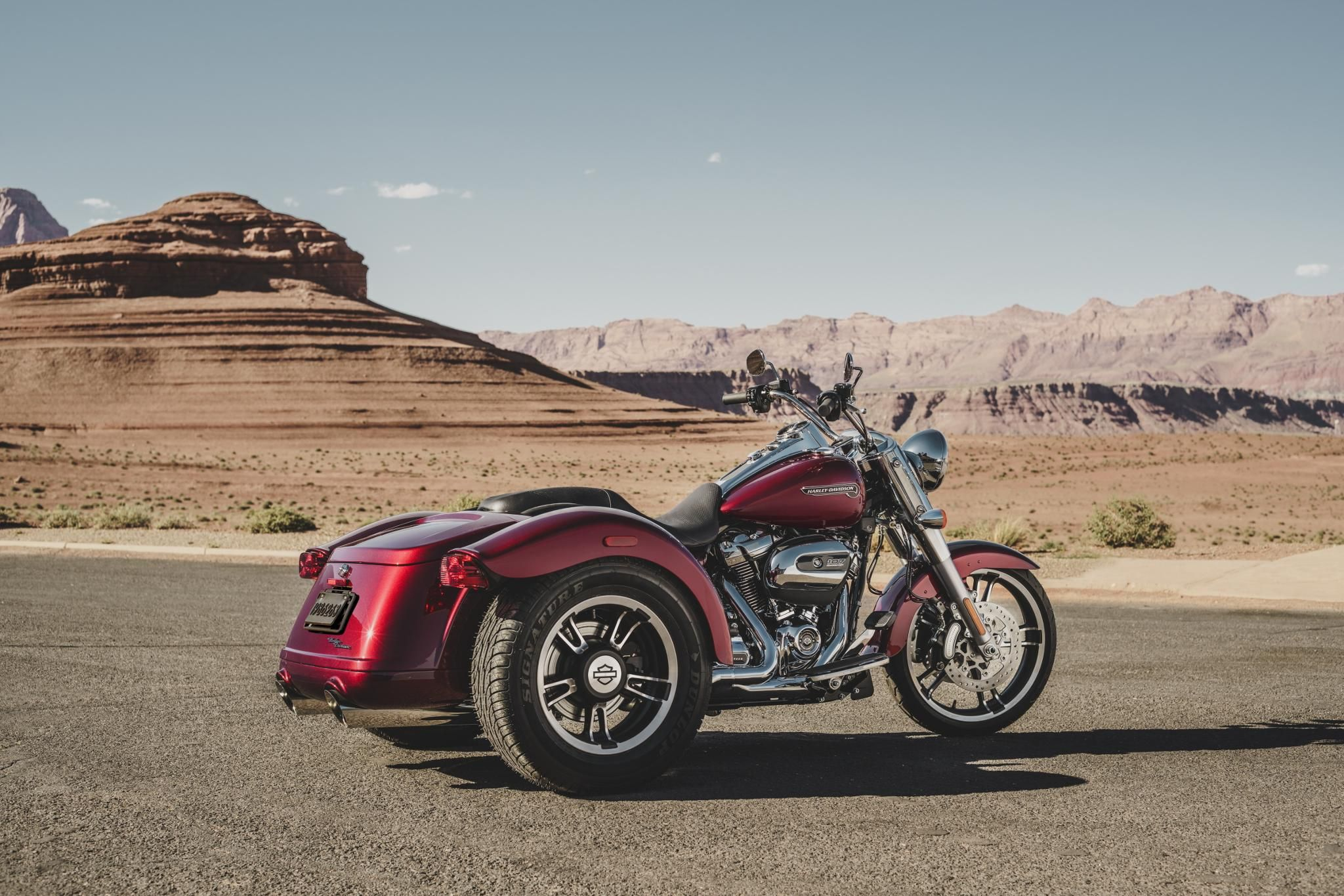 Stripped-down, hot rod style on an easy-handling frame that lets you ...