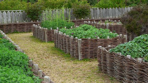 Bordure de massif en bois...en tressage d\'osier. | jardin ...