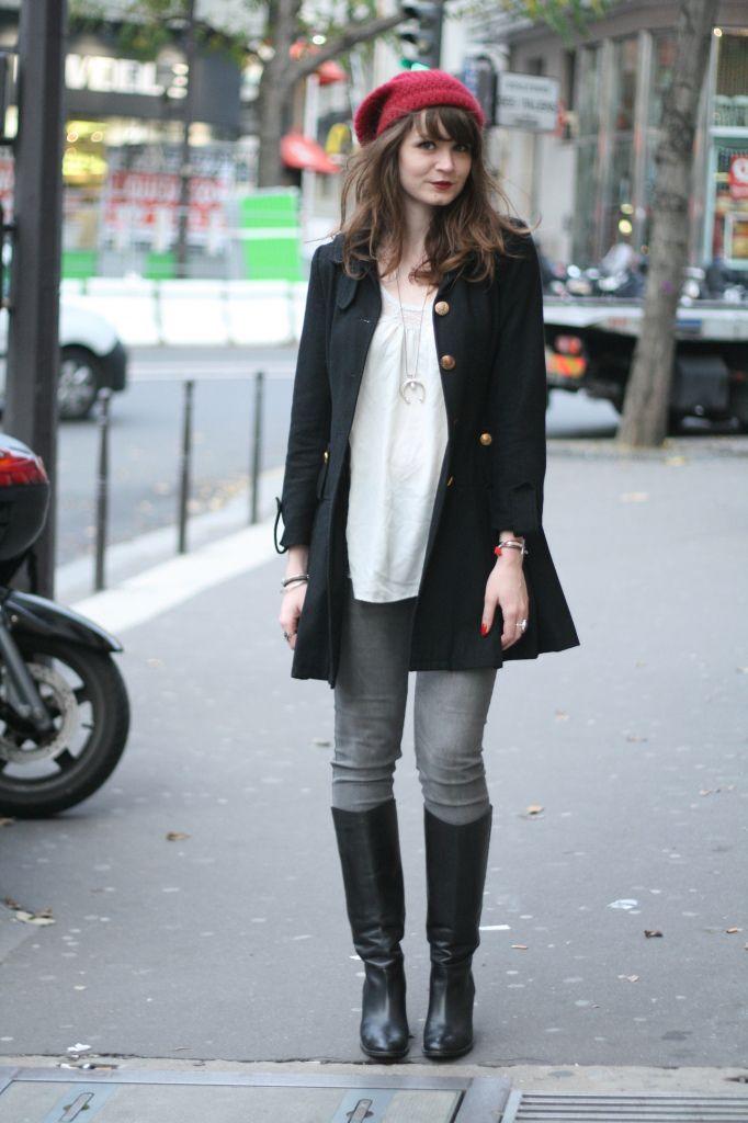 Une tenue que je trouve basique et que j\u0027aime bien voir chez les filles  bottes  noires, jean skinny gris (pas délavé, c\u0027est interdit) et un manteau noir