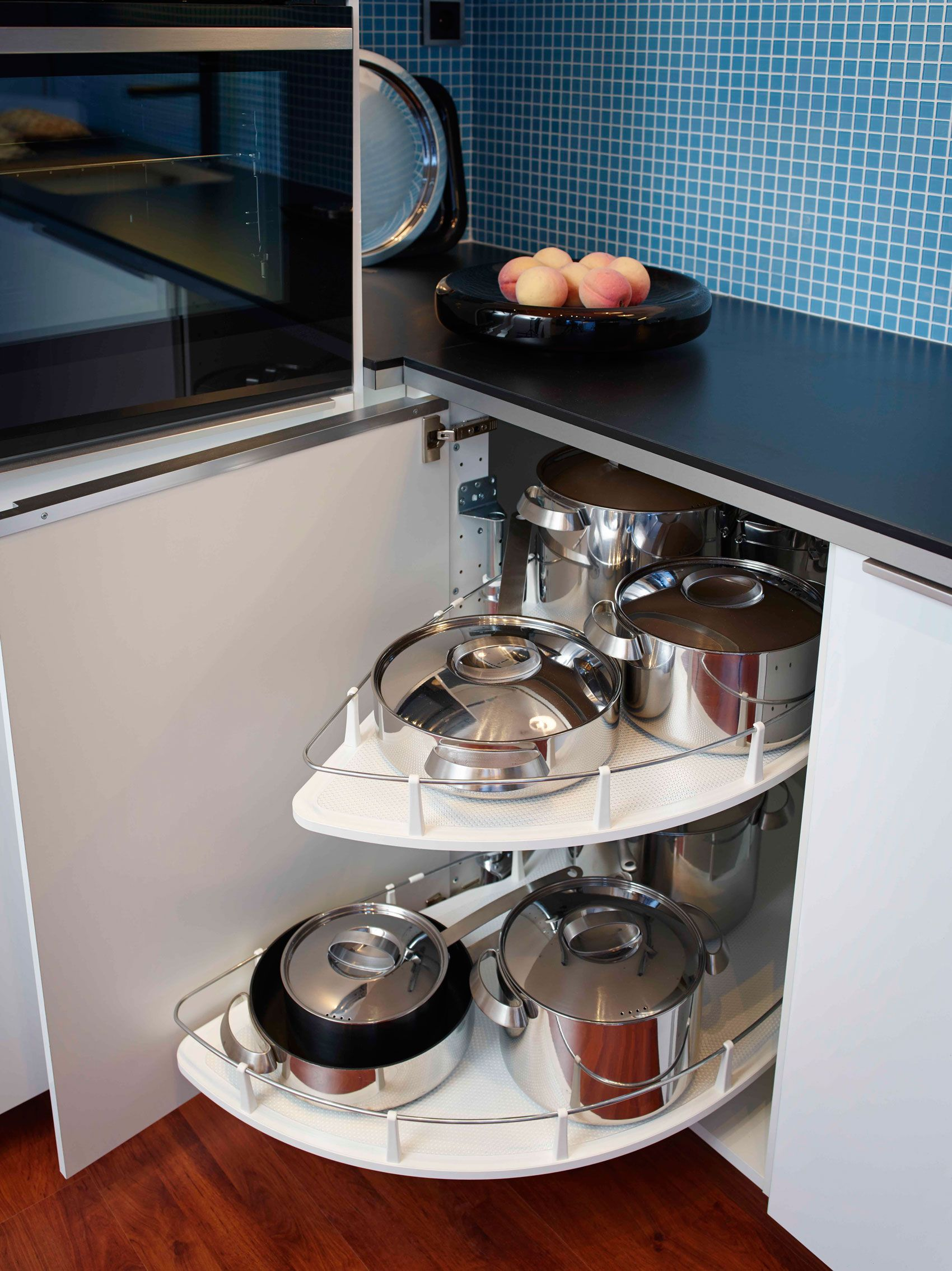 Angoli risolti in cucina | Kitchen cupboard storage, Kitchens and ...