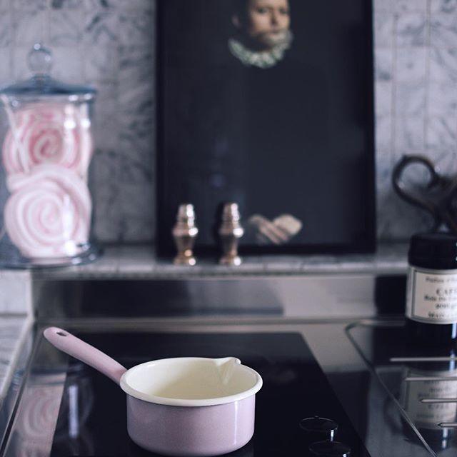 Lovely kitchenette at Kungstensgatan 67. #interior#inredningsinspo#decor#design#homedecor#interiordesign#lifestyle#home#living#interiör#mitthem#interiordecorator#inredare#instahome#instadesign#photooftheday#picoftheday#interiorinspiration#дизайн#декор#интерьер#камин