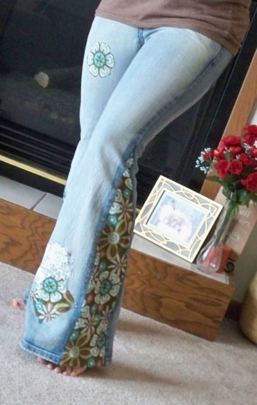 b1e3d198346c7 love these homemade bell bottoms. Only better fabric. DIY Hippie Jeans -  slit the seam up to the knee and inset lace! add patches to further decorate