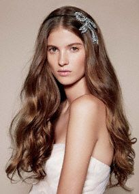 Stunning White by Vera Wang headband features gorgeous crystal bow detail! Style VW371410 #bridalbeauty #accessories