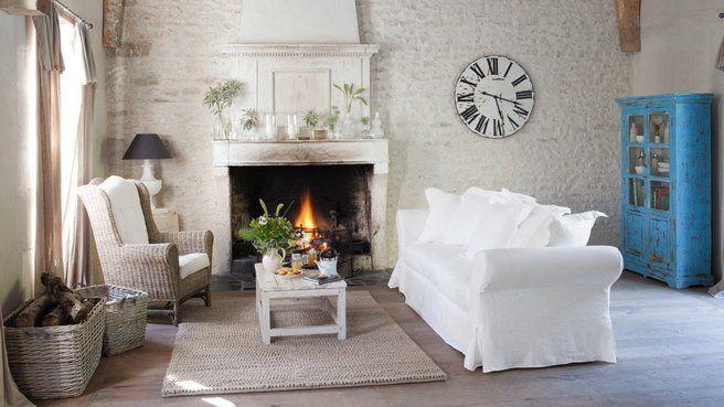 Le charme de l\'ancien dans le salon | Salons, Living rooms and ...
