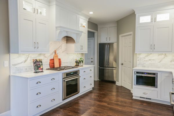 beautiful white shaker cabinets with glass cabinet doors on the top white kitchen cabinets on kitchen cabinets with glass doors on top id=96582