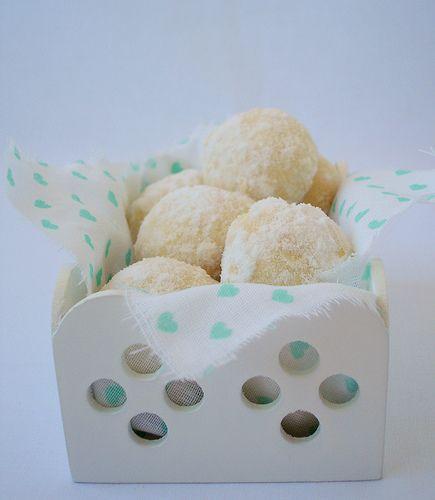 Coconut balls / Bolinhas de coco
