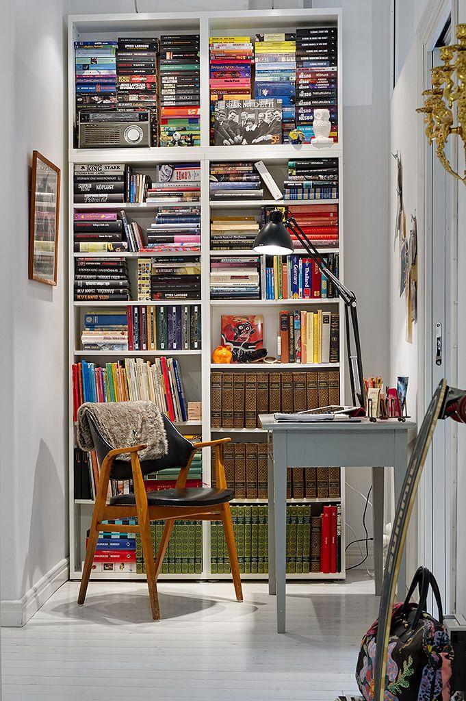 mooie boekenkast bureau hoekje modern keukenontwerp keuken interieur kantoor aan huis