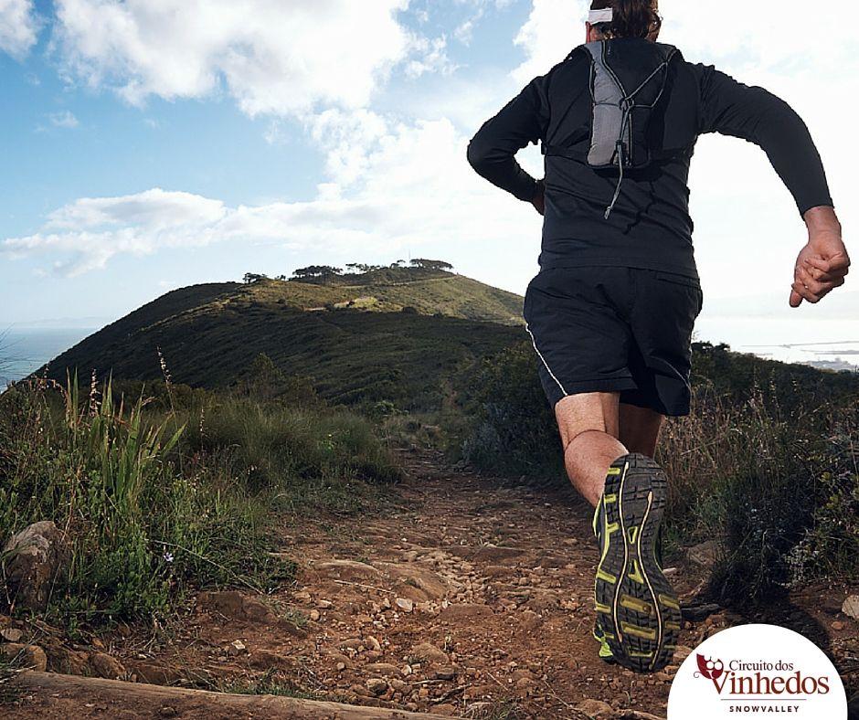 Cansando da rotina? É hora de encarar novos desafios!   Abrir mão da previsibilidade do percurso nas corridas de rua para as surpresas das corridas de montanha não é fácil. É preciso lidar com frustrações, reaprendizados e adaptações, porém, conquistar a montanha, fará valer a pena. Neste artigo vamos ajudar você a vencer mais este desafio.    Se você