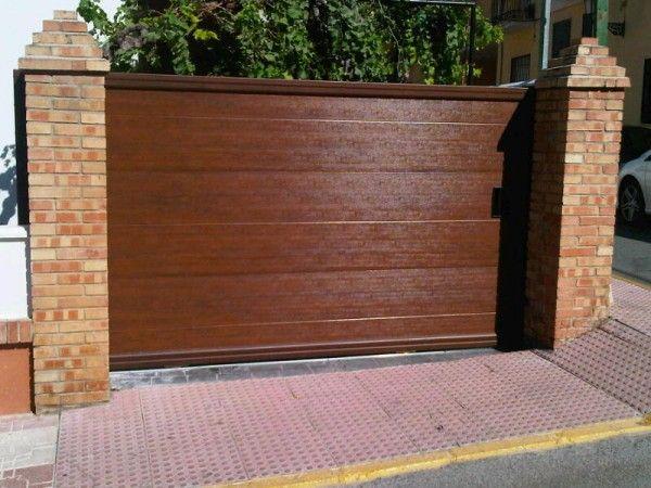 Puerta de acceso veh culos de dise o y totalmente for Diseno de puertas