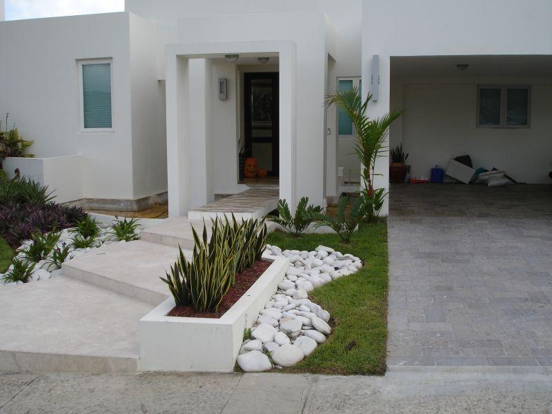 11 Jardines frontales de casas modernas