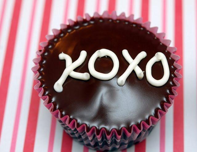 Hugs & CookiesXOXO: HOMEMADE COPYCAT HOSTESS CUPCAKES...ONLY YUMMIER!!!