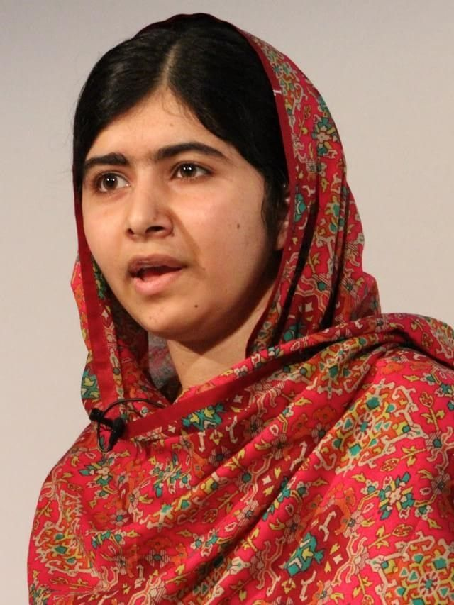 Malala Yousafzai: a vencedora do Nobel da Paz deste ano é uma jovem paquistanesa que sobreviveu depois de levar um tiro na cabeça. O evento selou o início de sua luta pelo direito das mulheres, especialmente no que diz respeito à educação. Detalhe: ela tem apenas 17 anos.
