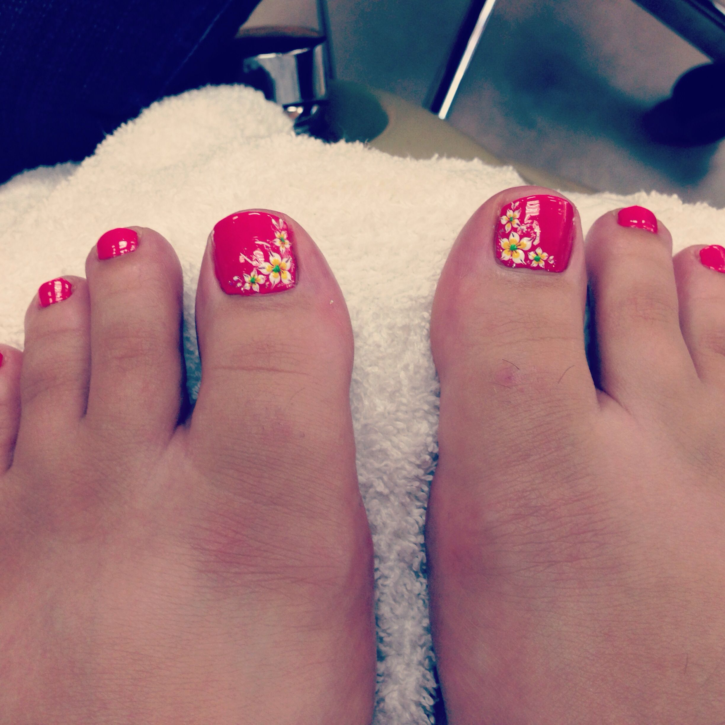 Pin By Leesa Helmlinger On Nails Hawaiian Nails Toe Nail Designs Toe Nails