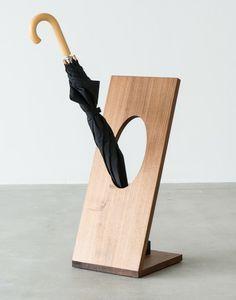 der schirmst nder ombrelle besticht durch seine schlichte form zwei gekr mmte fl chen eine. Black Bedroom Furniture Sets. Home Design Ideas