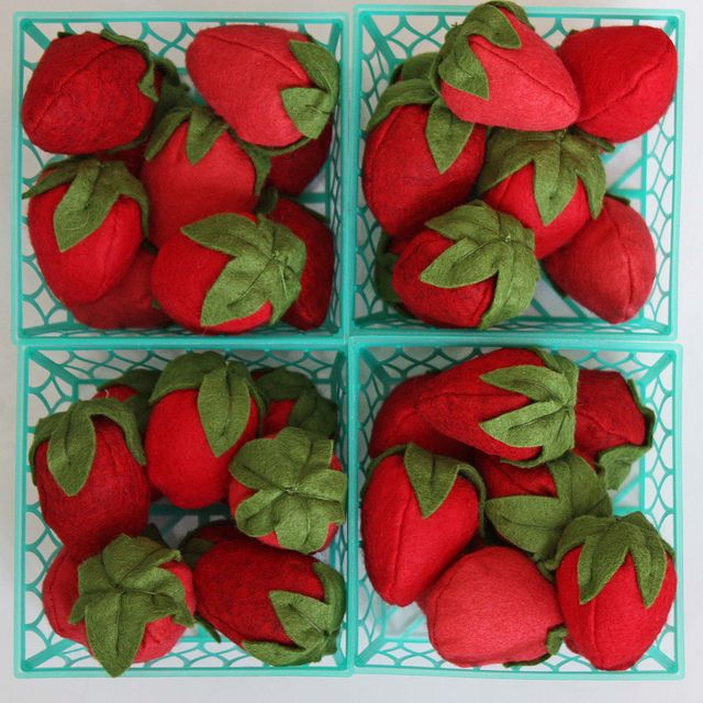 Yummy baskets of felt strawberries.  www.allinonedaystime.blogspot.com