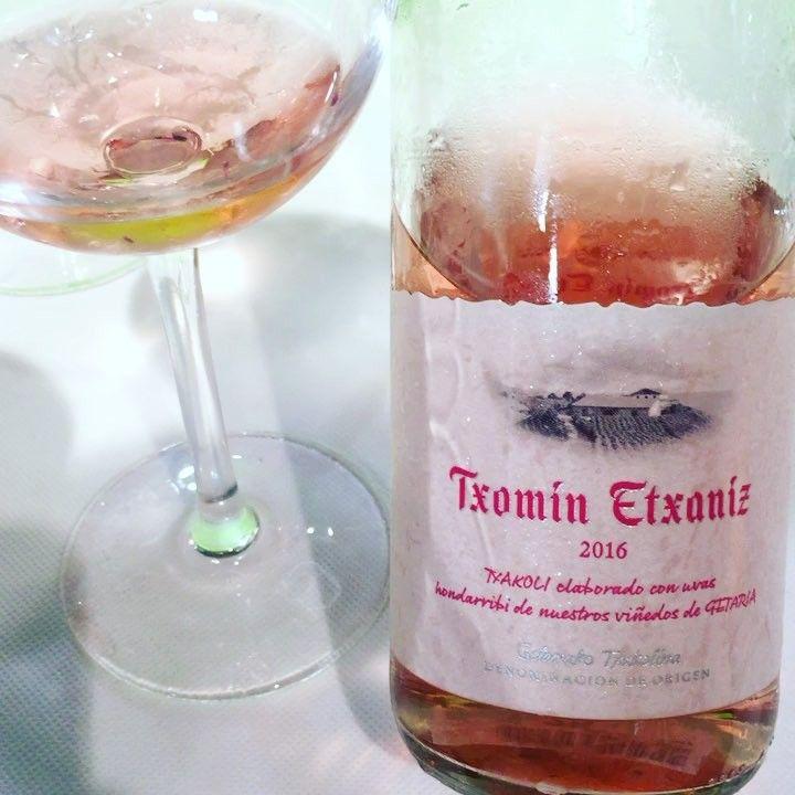 Txomin Etxaniz Rosado 2016 (Hondarribi Beltza Txacolí de Getaria) #vino #txacoli #txakoli #rosado #videocata #uvinum #fenavin #fenavin2017