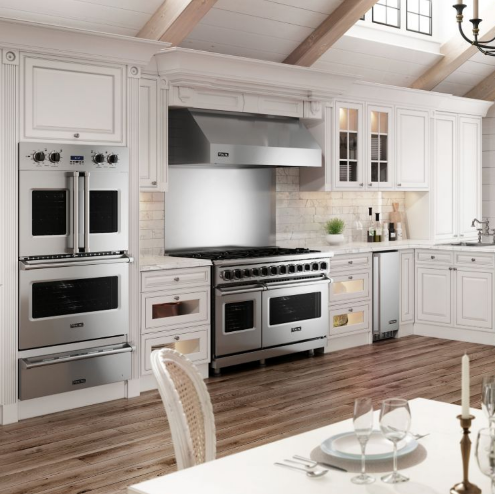 If Cooking Is Everything Then The Viking Professional Series Kitchen Is Everything You Need From Cooking In 2020 Viking Kitchen Professional Kitchen Kitchen Gallery