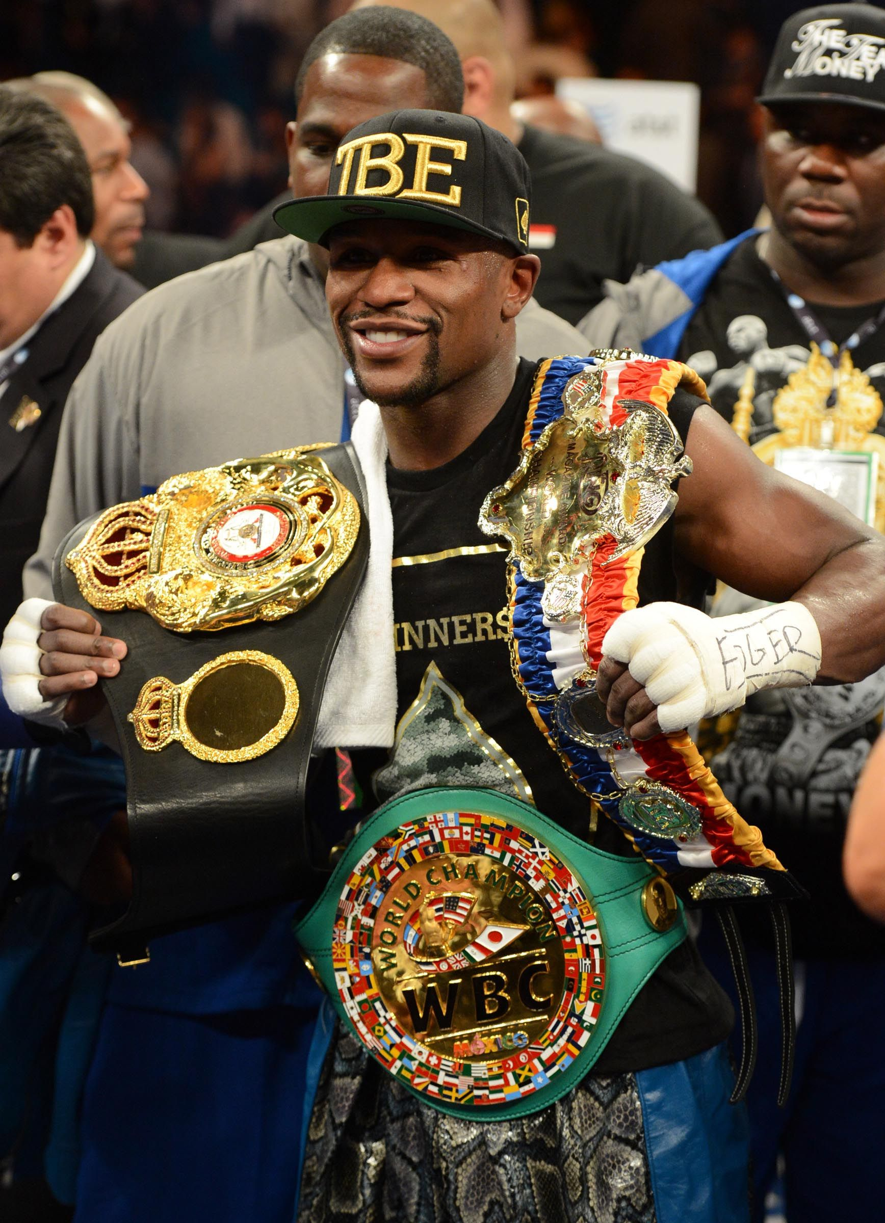 TRUE OR FALSE  Floyd Mayweather Jr. makes winning look easy  a0c3d75d361