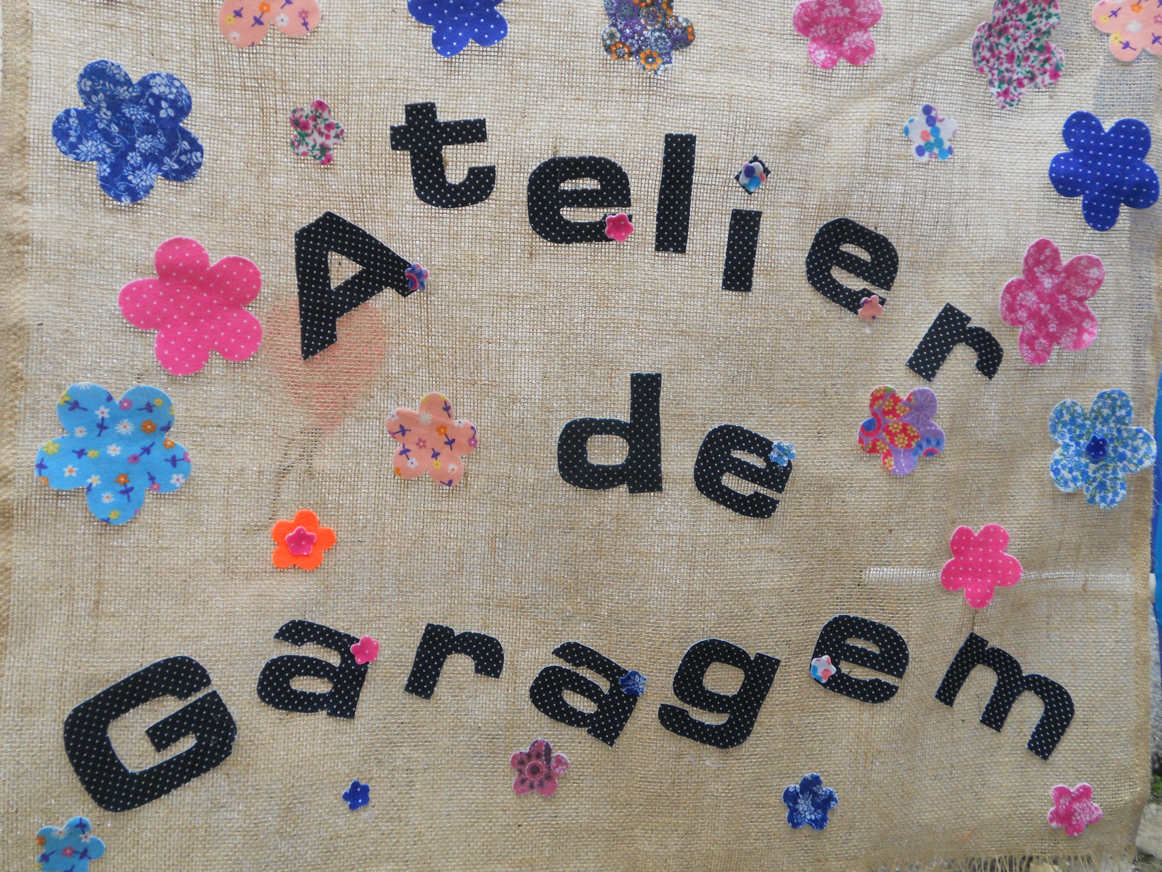 Banner da minha lojinha de artesanato. Eu e mais 4 amigas que amam artesanato, abrimos as portas do meu atelier que funciona na minha garagem. Daí o nome..