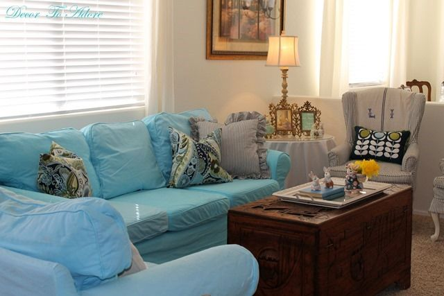 Oh I Love My Turquoise Couch I Know The Bright Color Might Not Be