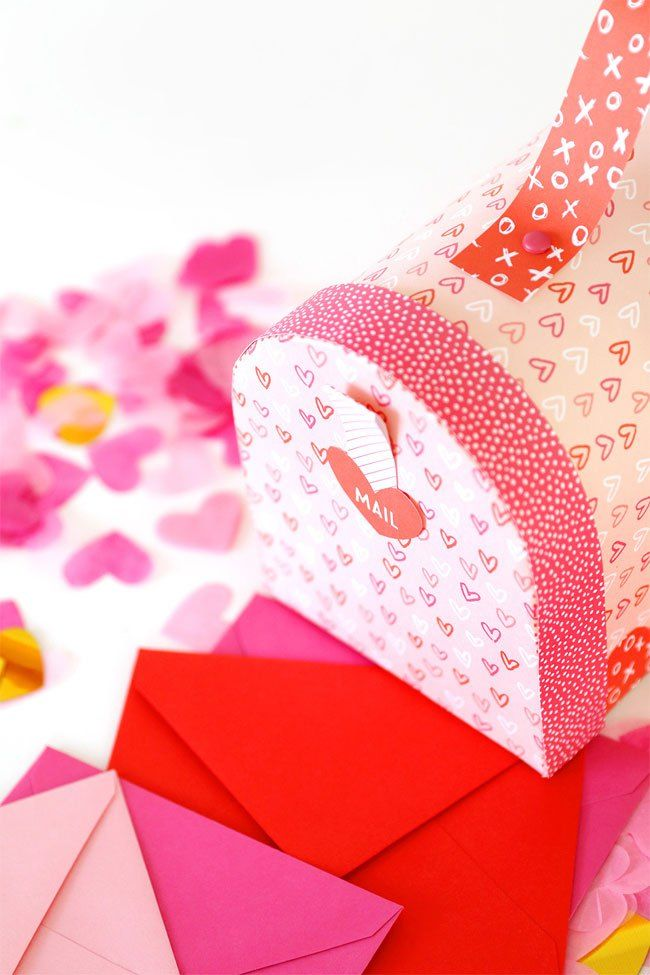 Free Printable Valentine\u0027s Day Mailbox from Damask Love Paper