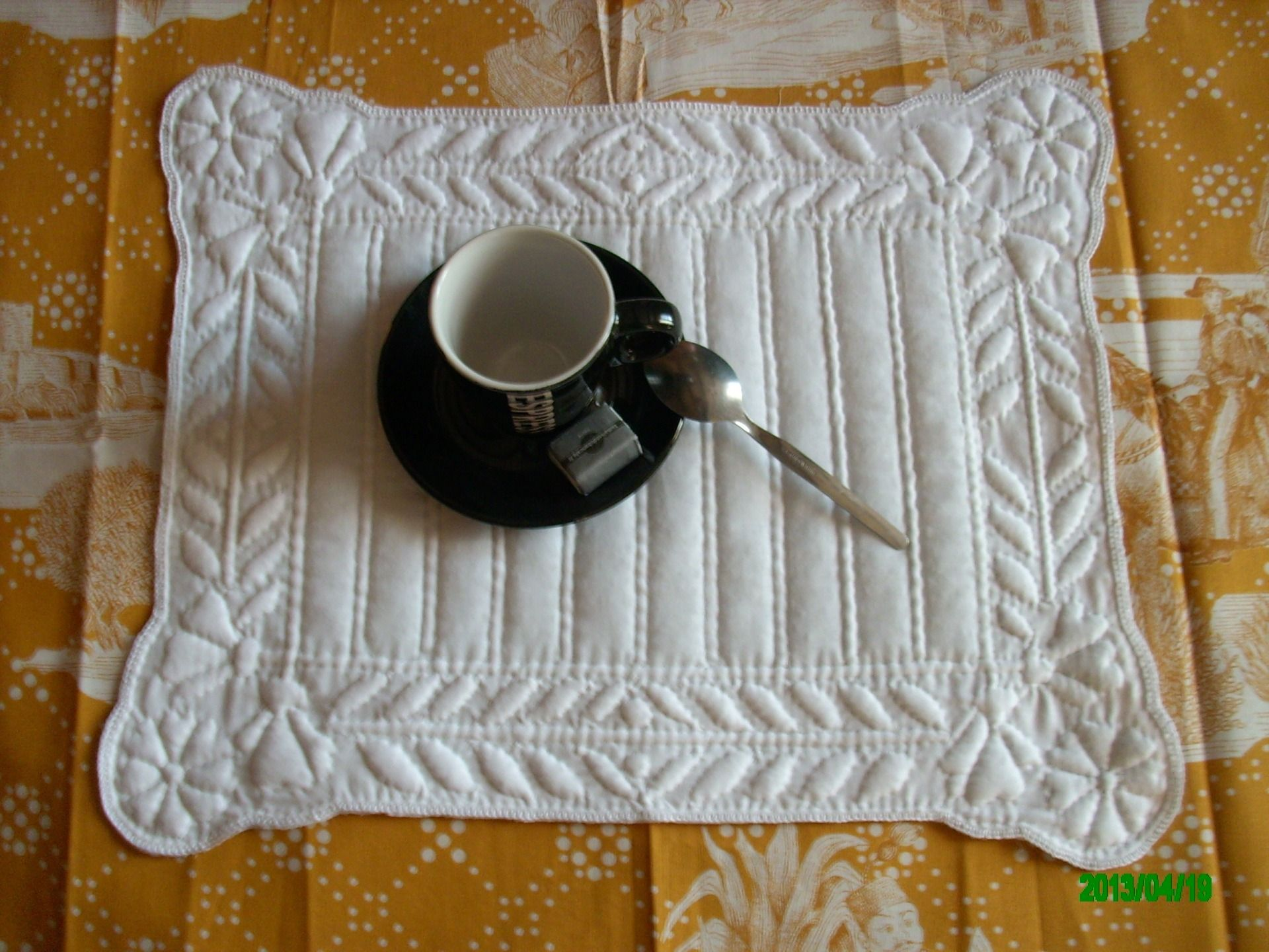 boutis proven al set de table blanc boutis french quilting trapunto pinterest boutis. Black Bedroom Furniture Sets. Home Design Ideas