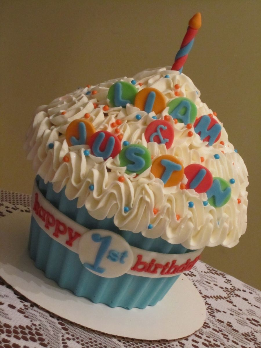 Boy giant cupcake on cake central giant cupcake cakes