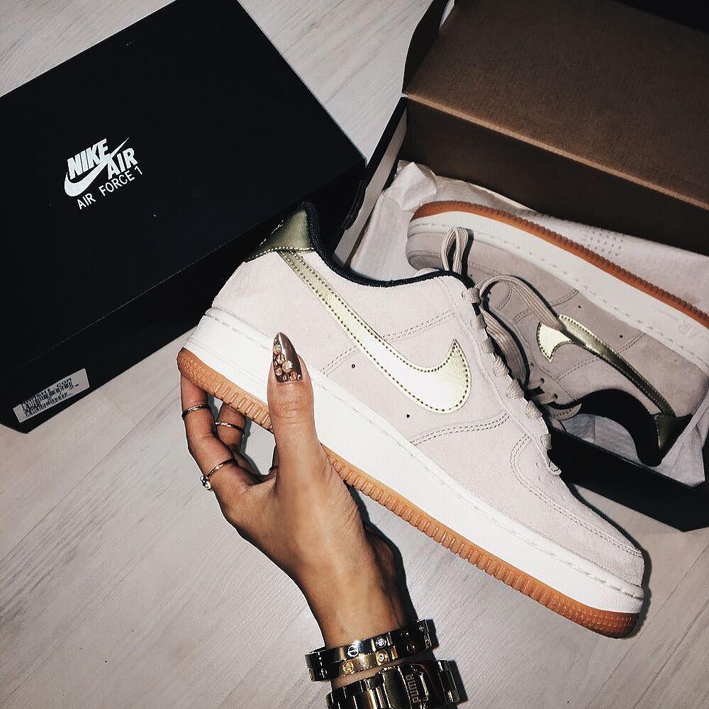#mylife #nike #shoes #sport #bracelet #stylish #black #box #life #live #love #night #beautiful #night #evening #nail #nailpolish #nailaccessories #depressed #idontknowwhy by i.sugar
