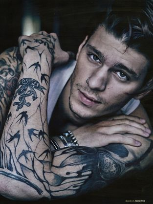 Tattooed Guy Intalnire