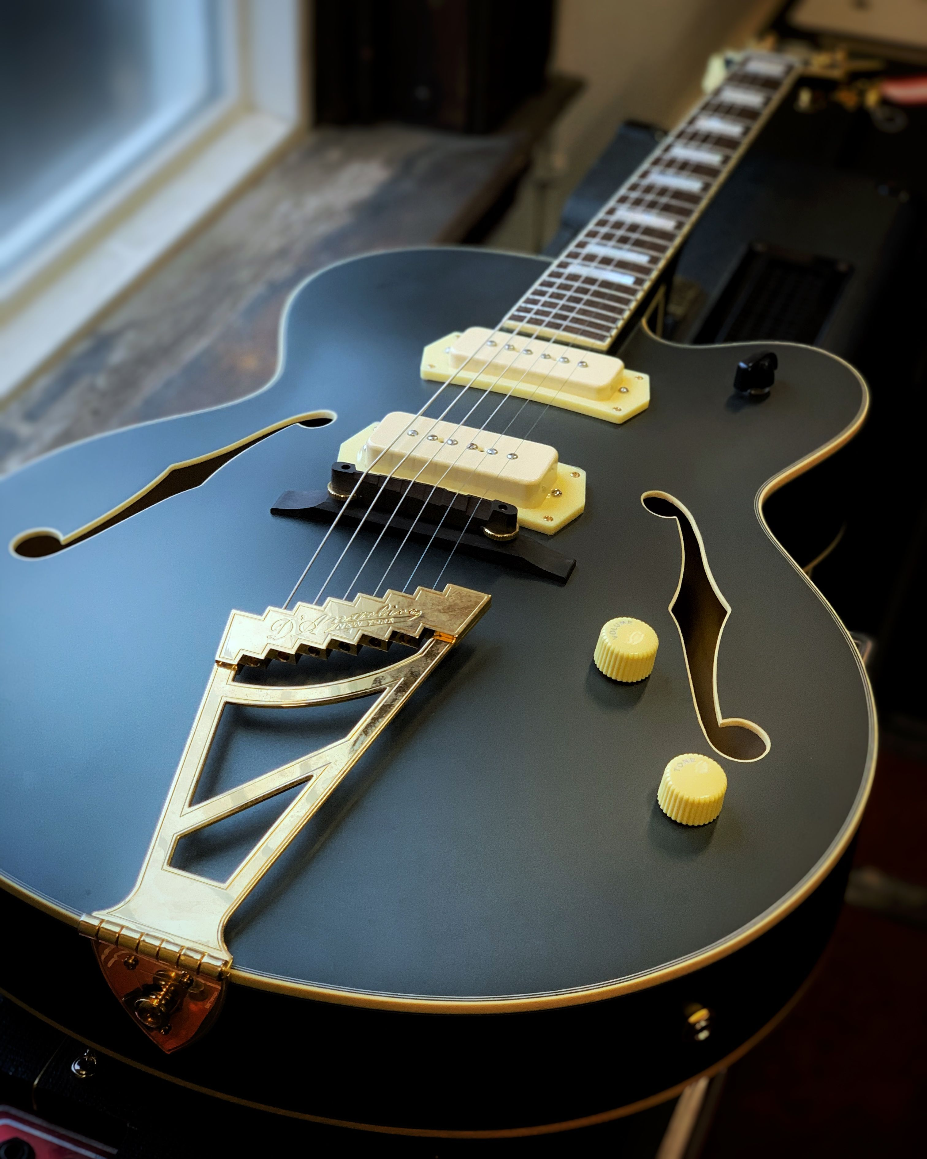 D Angelico Deluxe 59 Archtop Electric Guitar With Case Midnight Matte Finish Electric Guitar Guitar Archtop Guitar