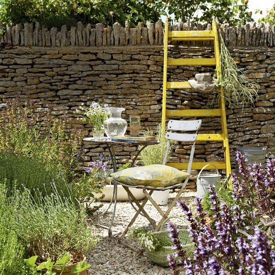 Love The Use Of Inexpensive Gravel In The Garden As Defining Spaces And Walkways Wonderful English Garden Look