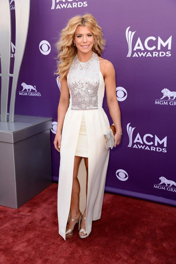 CMAs 2012 Red Carpet Photos: Taylor Swift, Carrie