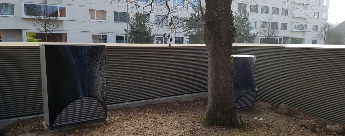 Schallschutz Warmepumpe Im Aussenbereich Gartendekoration Sichtschutz Garten Holzwand Garten