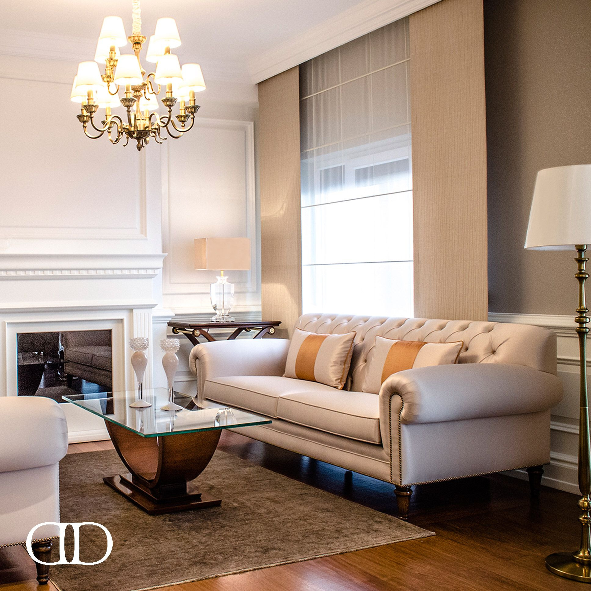 Always Chic Dorya s Dorian Sofa Veneto Cocktail Table and Delaney