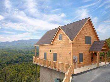 Pigeon Forge Tn How About A Smokey Mountain Cabin Rental Located Smoky Mountain Cabin Rentals Smoky Mountains Cabins Smokey Mountain Cabin Rentals