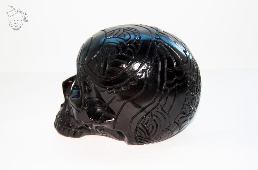 Tête de mort modèle skull noir graver. peut sutiliser en décoration