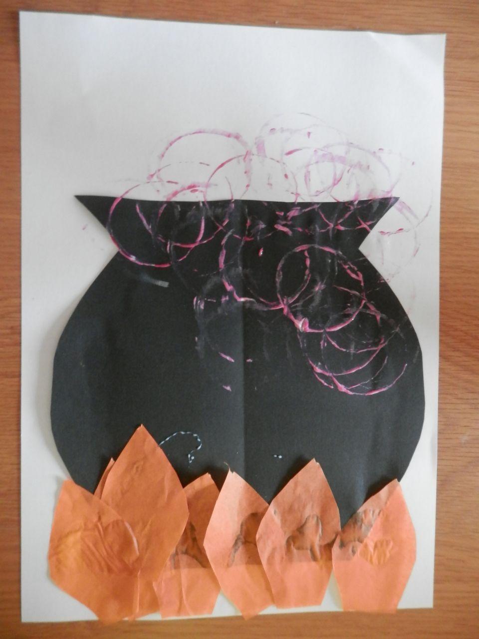 Easy Toddler Halloween Craft Activity #toddlerhalloween