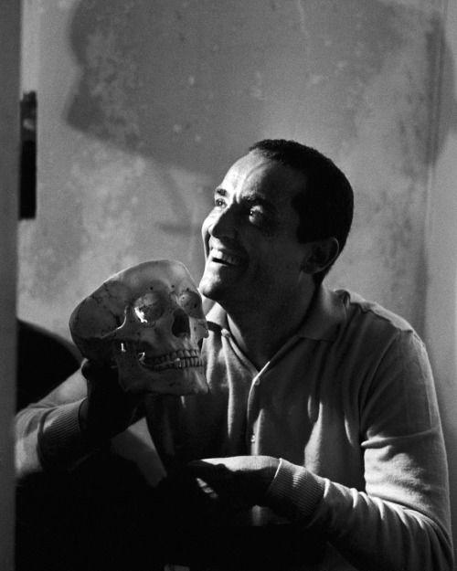 lottereinigerforever: Vittorio Gassman as Hamlet by Mario Dondero, Viareggio, 1963