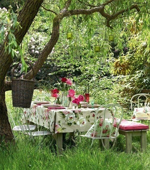 Gartentisch-design-romantischer-picknik-garten #garden | Spring ... Ein Romantischer Garten