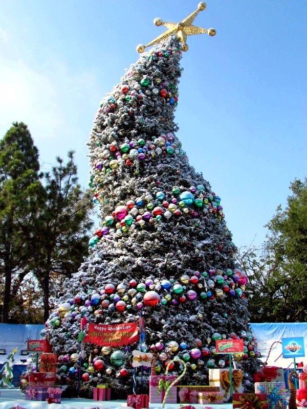 Universal Studios Christmas.Grinchmas Tree Universal Studios Universal Studios