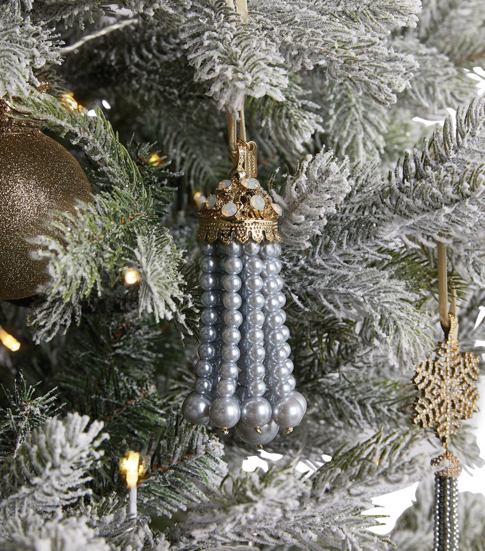 Tassel Tree Decoration In 2020 Christmas Tree Inspiration Tree Decorations Joanna Buchanan