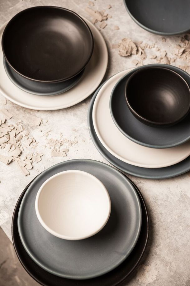 NZ-made artisan tableware called Bayly Collis - a collaboration between award-winning chef Ben Bayly (Baduzzi The Grove) and renowned Kiwi potter Peter ... & NZ-made artisan tableware called Bayly Collis - a collaboration ...