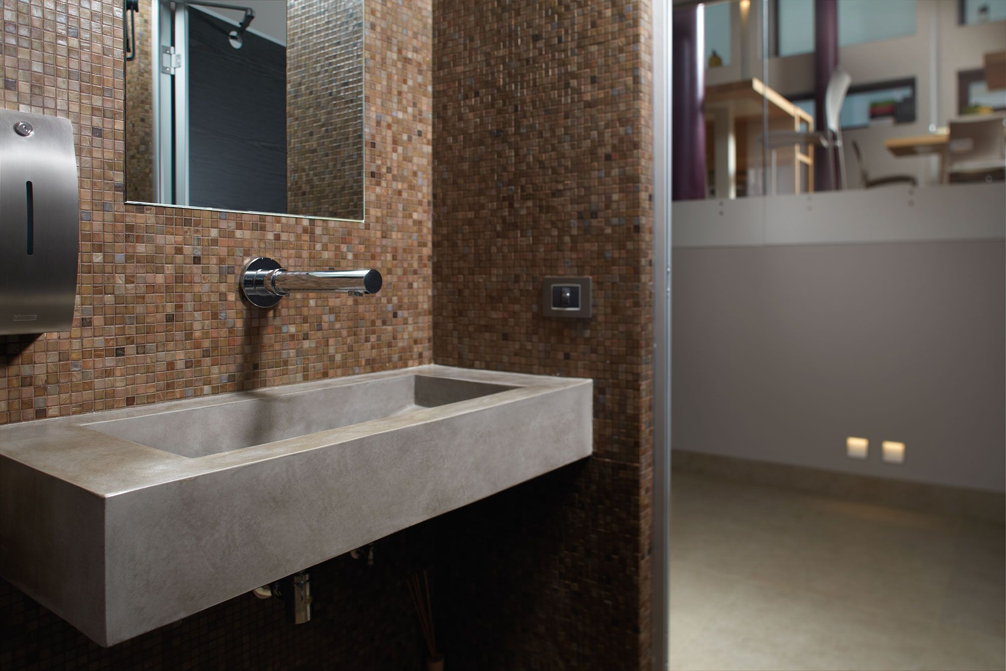 Bagno bathrooms ~ Materials mix #microtopping washbowl & #bisazza bathroom http