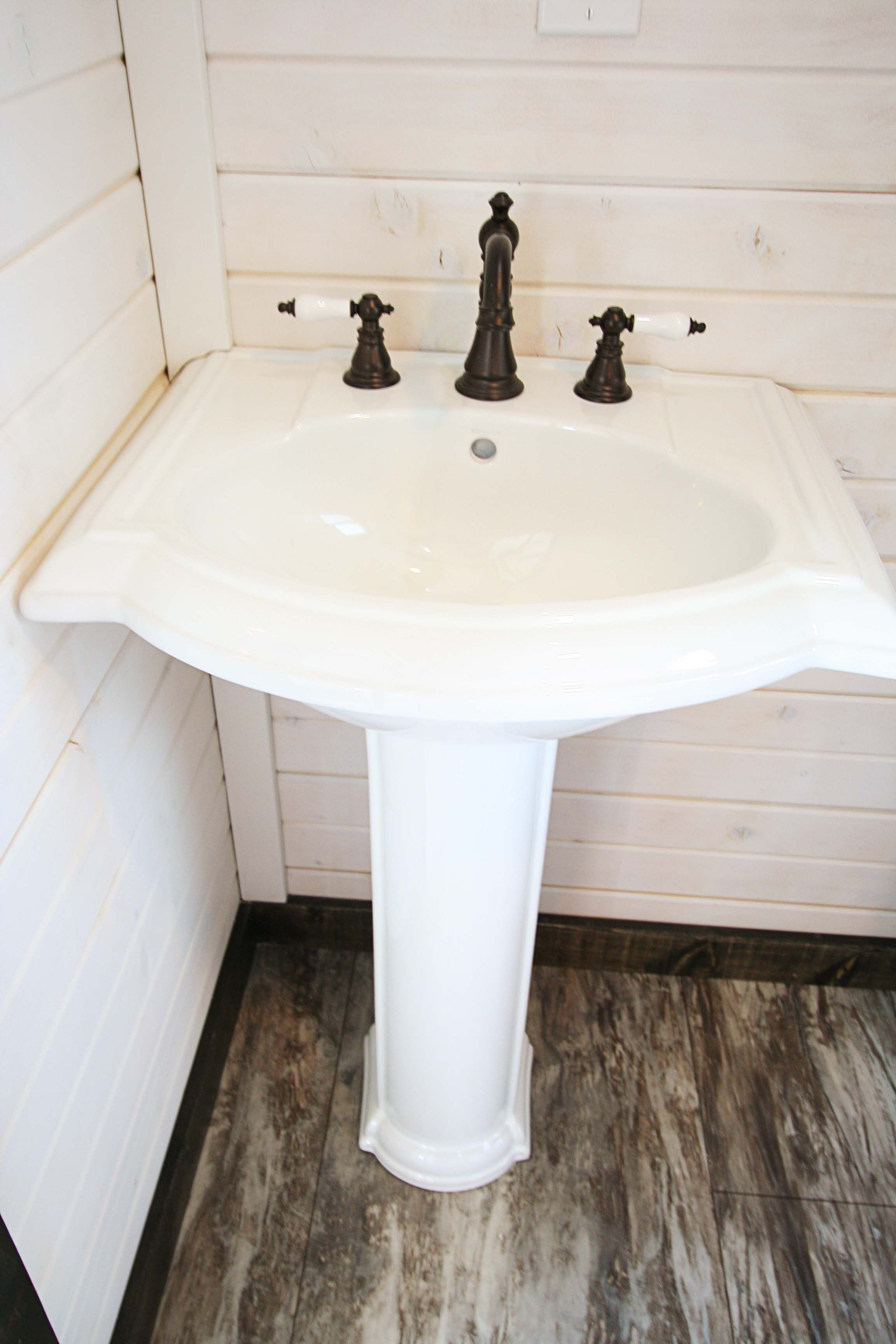 Spacious Family Friendly Tiny House With Images Pedestal Sink