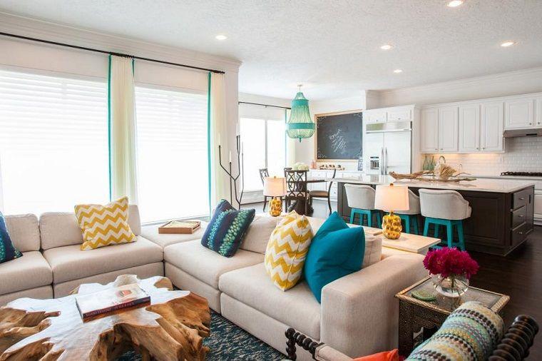 Tavolino soggiorno di design cucina con isola e sgabelli alti