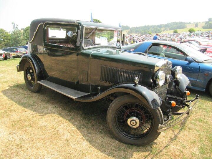 Morris Major Sports Coupe 1932 at Sherborne Castle classic car show