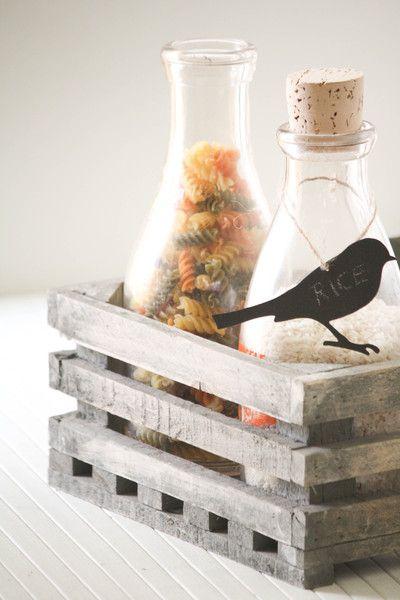 labelidee, kip of snij een vogel uit dik karton of dun hout. Schoolbordverf en krijt doet de rest.