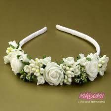 Znalezione Obrazy Dla Zapytania Opaska Do Komunii Z Zywych Kwiatow First Communion Dresses Floral Communion Dresses